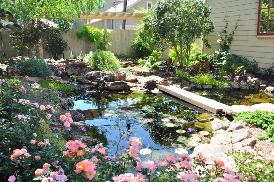 Image gallery houston landscape design for Pics of landscaped backyards